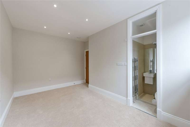 2 Bedrooms Flat for sale in Tooting High Street, Tooting, London, SW17