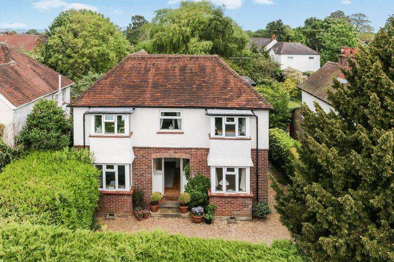 4 Bedrooms Detached House for sale in Farncombe