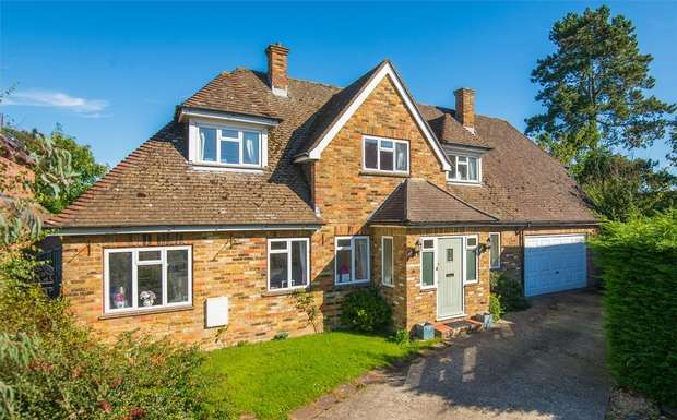 4 Bedrooms Detached House for sale in Pinetree Close, Chalfont St Peter, Buckinghamshire