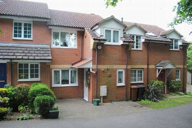 3 Bedrooms Terraced House for sale in Bective View, Kingsthorpe, Northampton NN2 7TE