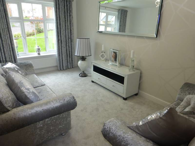 3 Bedrooms Semi Detached House for sale in Highfields, Tonyrefail, Porth
