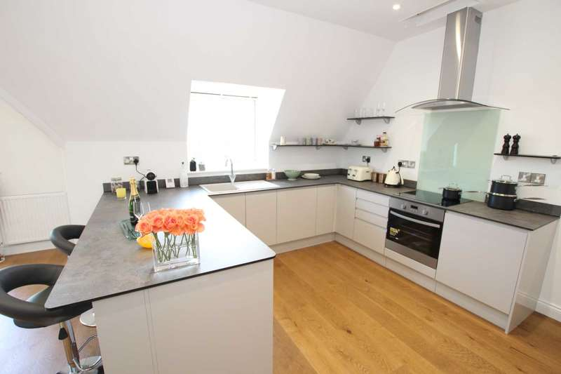3 Bedrooms Flat for sale in Carlisle Road, Eastbourne, BN20 7TD