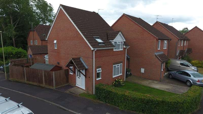 3 Bedrooms Link Detached House for sale in Renown Way, Chineham, Basingstoke, RG24