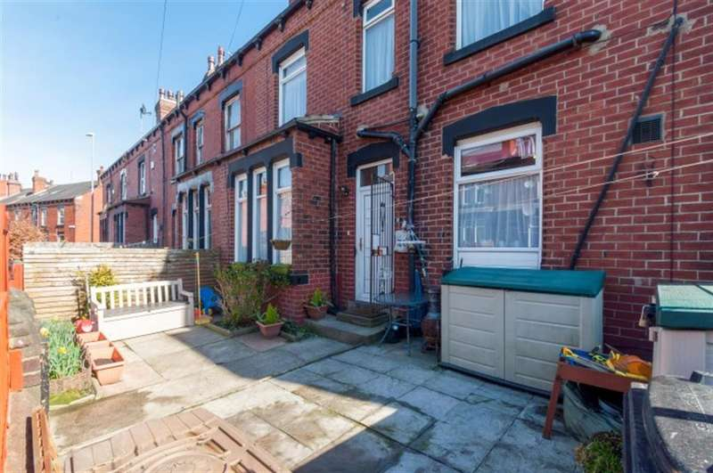 4 Bedrooms Terraced House for sale in Aberdeen Grove, Armley, LS12