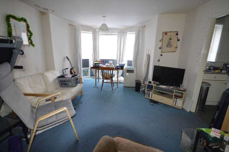 2 Bedrooms Apartment Flat for sale in Albatross Close, Beckton