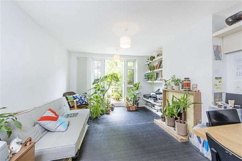 2 Bedrooms Flat for sale in Daisy Dormer Court, London
