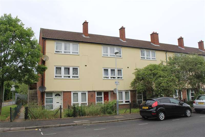 2 Bedrooms Maisonette Flat for sale in Barnsfield Place, Uxbridge, Middlesex, UB8
