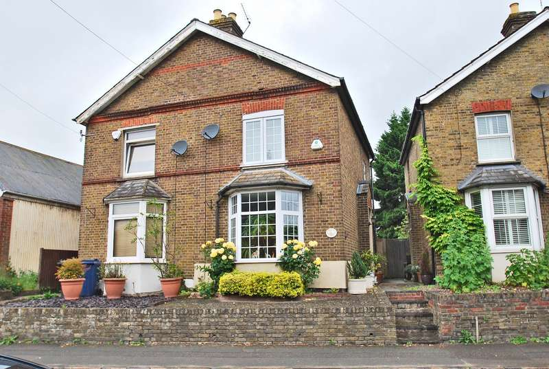 2 Bedrooms Semi Detached House for sale in Station Road, Loudwater, HP10