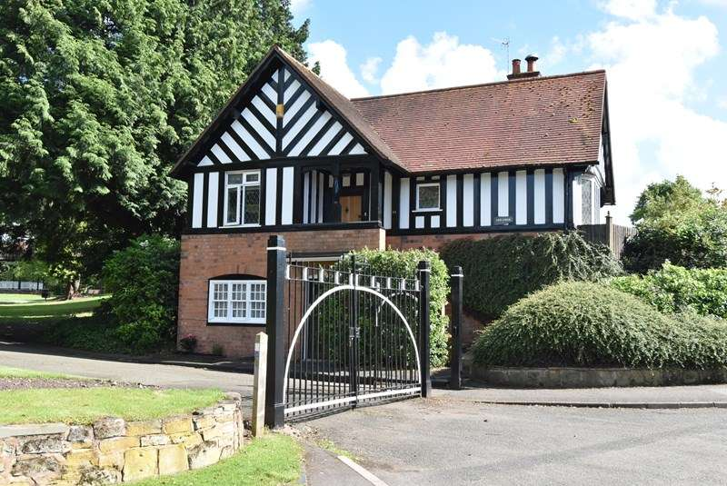 4 Bedrooms Detached House for sale in Worcester Road, Droitwich