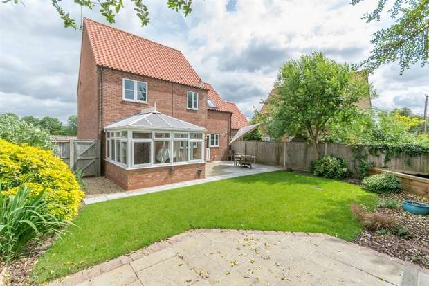 3 Bedrooms Detached House for sale in Meadow View, Hempton