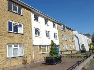 2 Bedrooms Flat for sale in Dour Street, Dover, Kent