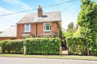 3 Bedrooms Semi Detached House for sale in Dolbyside, Ifield Road, Charlwood, Horley
