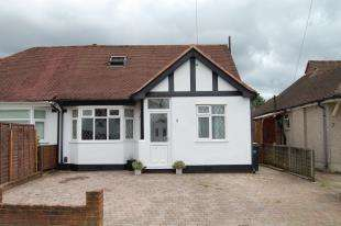 3 Bedrooms Bungalow for sale in Lacey Drive, Old Coulsdon, Surrey