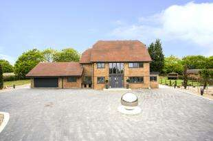 9 Bedrooms Detached House for sale in Sharnal Street, High Halstow, Rochester, Kent