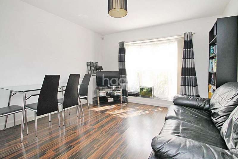 1 Bedroom Flat for sale in Beehive Court, Beehive Lane, Ilford, Essex