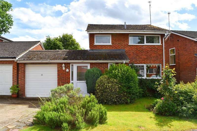 3 Bedrooms Detached House for sale in Abbey Walk, Heath and Reach