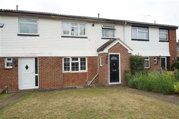 3 Bedrooms Terraced House for sale in Goldsworthy Way, Cippenham, Slough