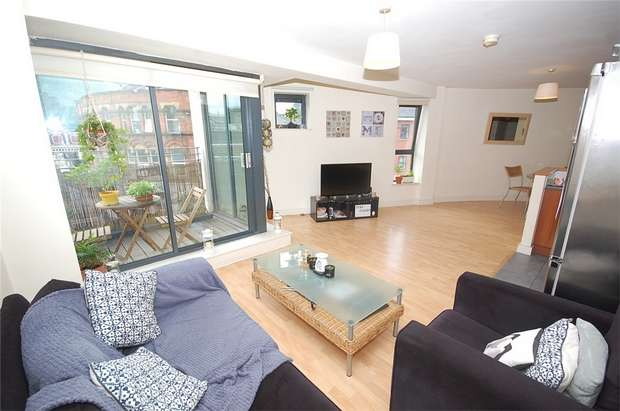 2 Bedrooms Flat for sale in City Point, 150 Chapel Street, Salford, Greater Manchester