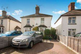 2 Bedrooms Semi Detached House for sale in Albert Road, Horley, Surrey