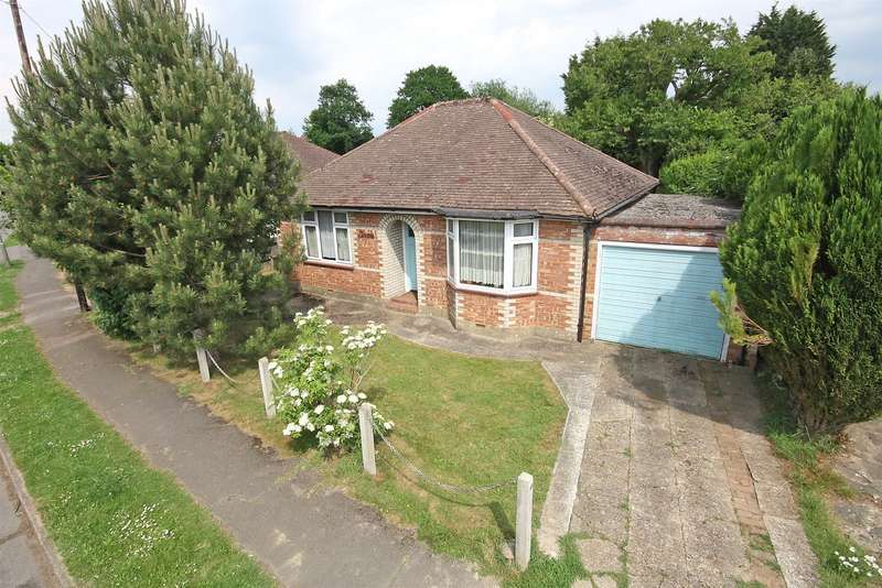 2 Bedrooms Detached Bungalow for sale in Parkhurst Road, Horley, Surrey, RH6