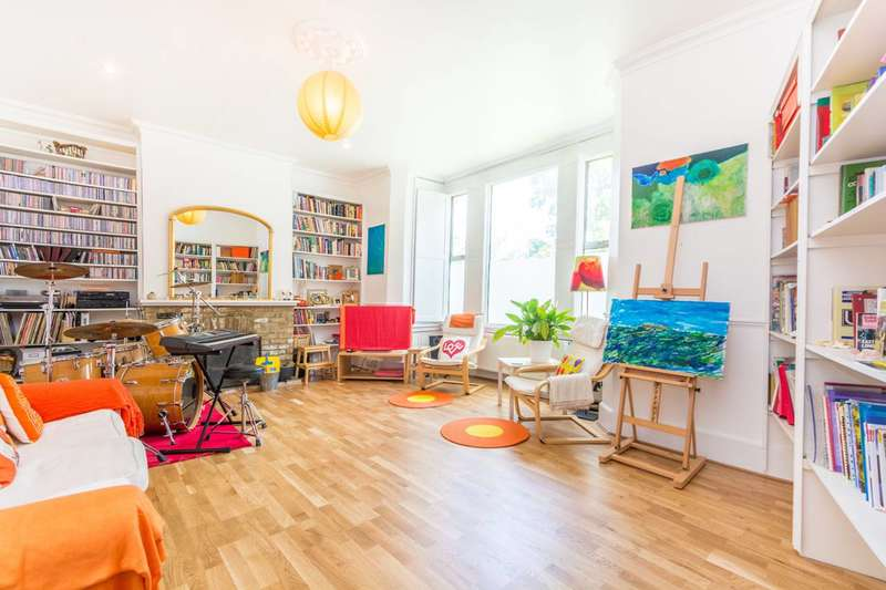 4 Bedrooms Maisonette Flat for sale in Brooke Road, Stoke Newington, N16
