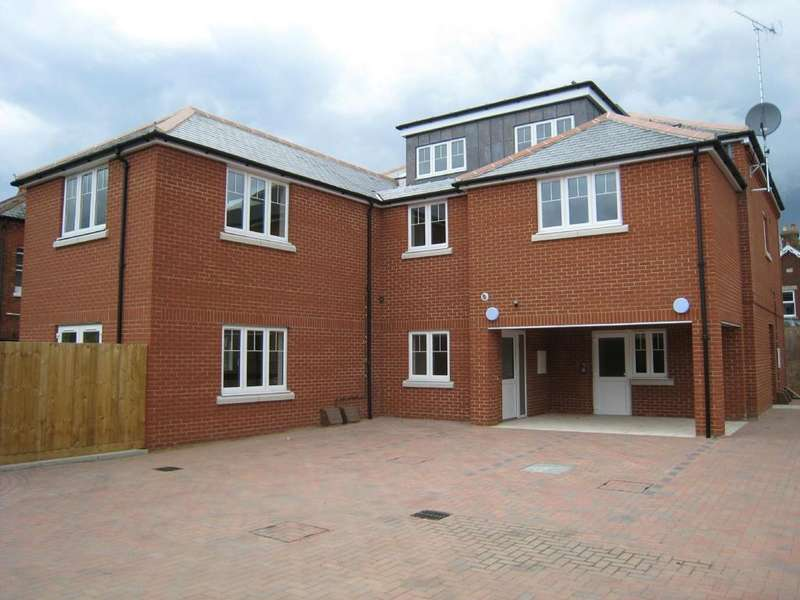 2 Bedrooms Flat for sale in Ashdene Court, Station Road, Romsey, Hampshire, SO51