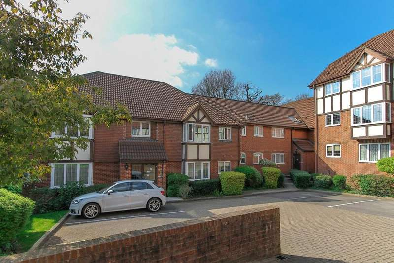 2 Bedrooms Apartment Flat for sale in Balmoral Court, Priory Field Drive, Edgware, London, HA8