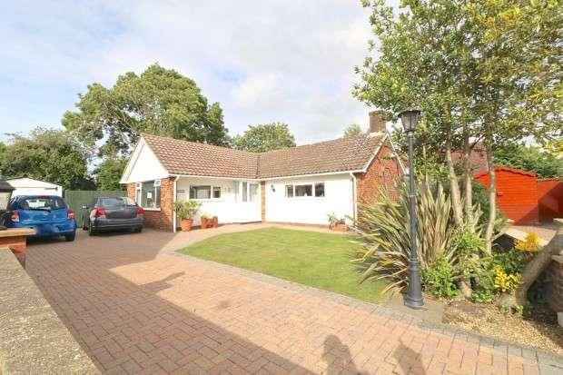 2 Bedrooms Bungalow for sale in Sandbanks Grove, Hailsham, BN27
