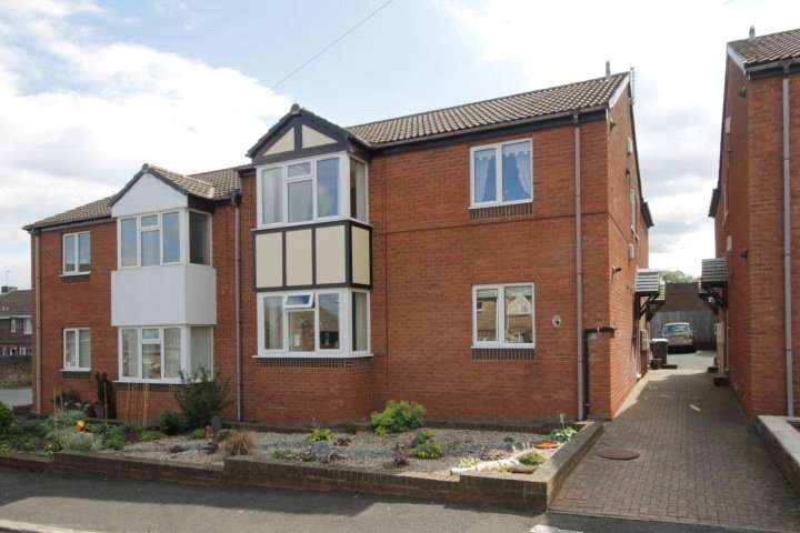 2 Bedrooms Flat for sale in Briton Terrace, Consett, County Durham, DH8