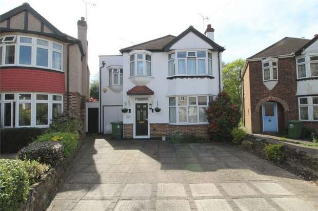 5 Bedrooms Detached House for sale in Ashview Gardens, Ashford, Surrey