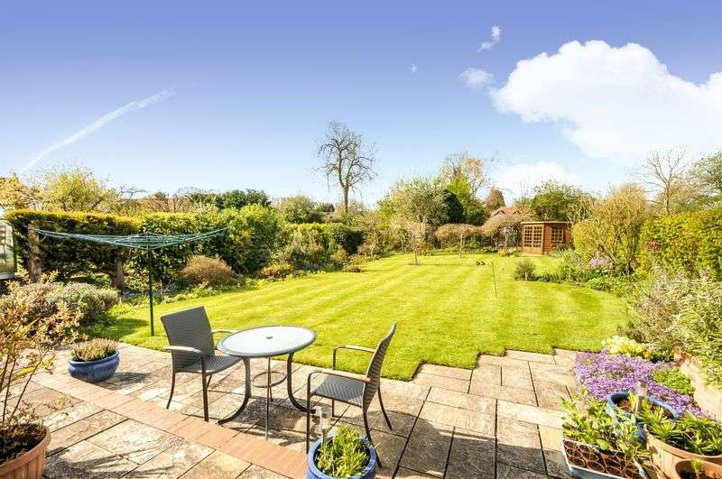 4 Bedrooms Property for sale in Orchard Gardens, West Challow, Wantage