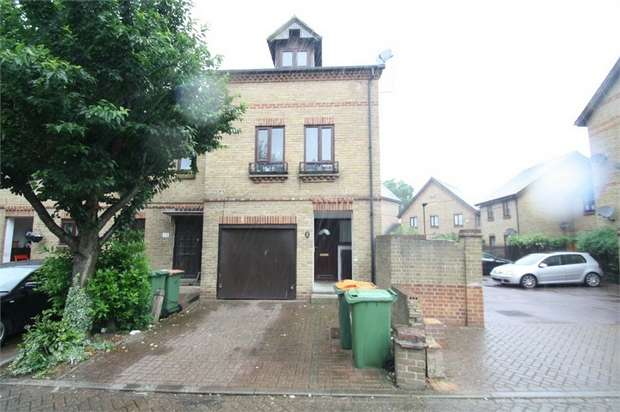 3 Bedrooms Terraced House for sale in Bowyer Close, East Ham, London