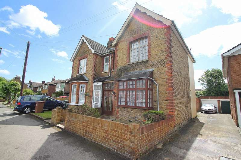 4 Bedrooms Semi Detached House for sale in Woodthorpe Road, Ashford, TW15