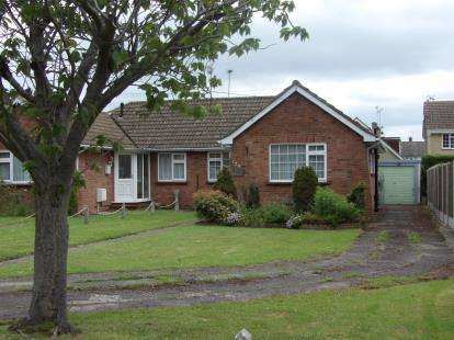 2 Bedrooms Bungalow for sale in Billericay, Essex