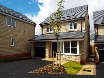 4 Bedrooms Detached House for sale in Oak Leaf Drive, Bamber Bridge, Preston, Lancashire