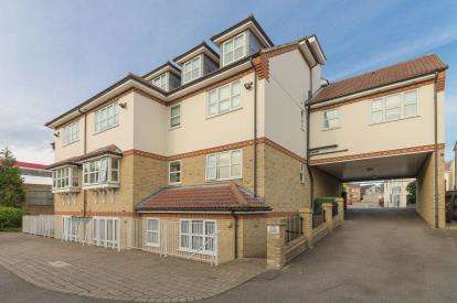 2 Bedrooms Retirement Property for sale in Leigh-On-Sea, Essex