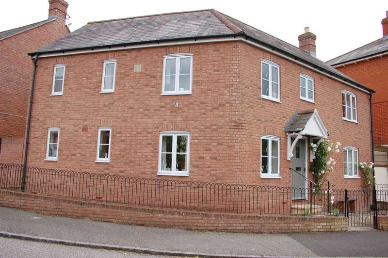 4 Bedrooms Detached House for sale in Dunkleys Way, Taunton