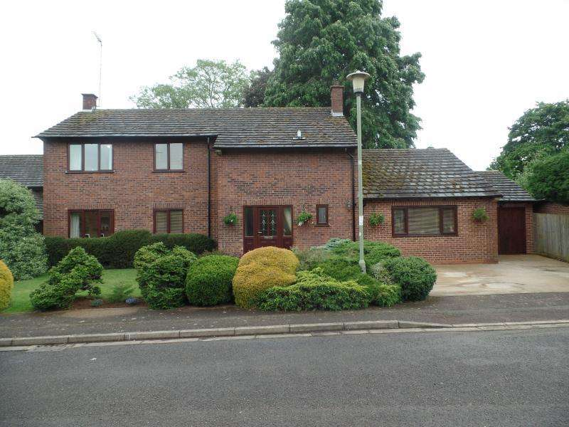 4 Bedrooms Detached House for sale in The Rydes, BANBURY, OX15