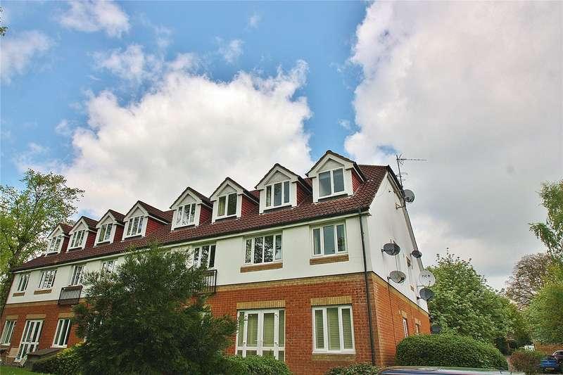 2 Bedrooms Apartment Flat for sale in Alexandra Gardens, Knaphill, Woking, Surrey, GU21