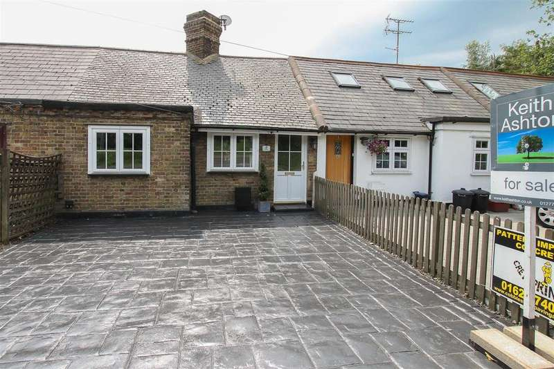 2 Bedrooms Bungalow for sale in The briars, Kelvedon Hatch, Brentwood