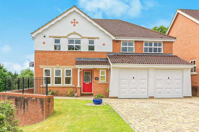 5 Bedrooms Detached House for sale in Danehurst Close, Egham, TW20