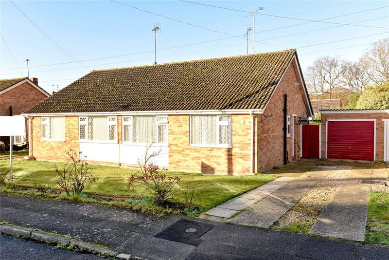 2 Bedrooms Semi Detached Bungalow for sale in Chiltern Road, Sandhurst, Berkshire, GU47
