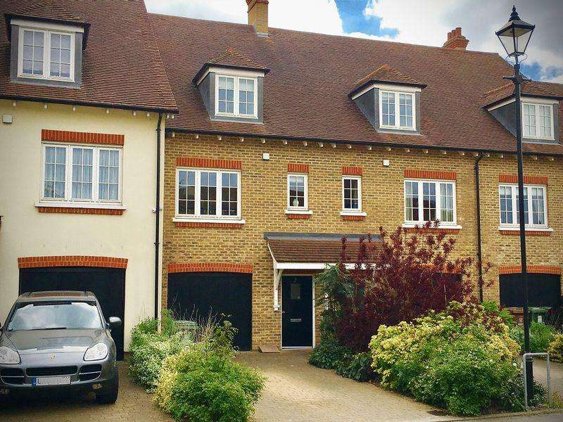 3 Bedrooms Semi Detached House for sale in Huntington Close, Bexley