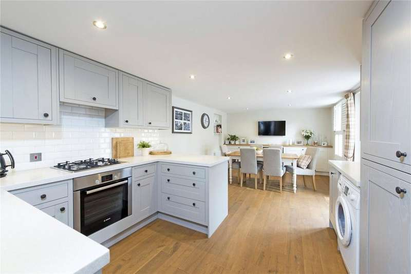 2 Bedrooms Flat for sale in Northcote Road, Between The Commons, London, SW11