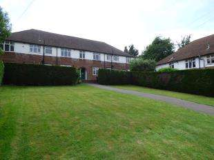 2 Bedrooms Flat for sale in Robins Court, Wordsworth Road, Penenden Heath, Maidstone