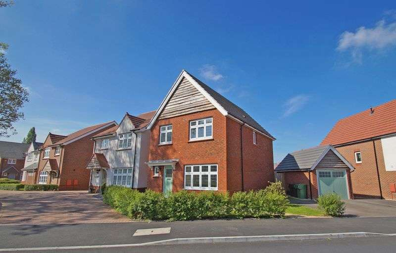 3 Bedrooms Property for sale in Turntable Avenue Aston Fields, Bromsgrove