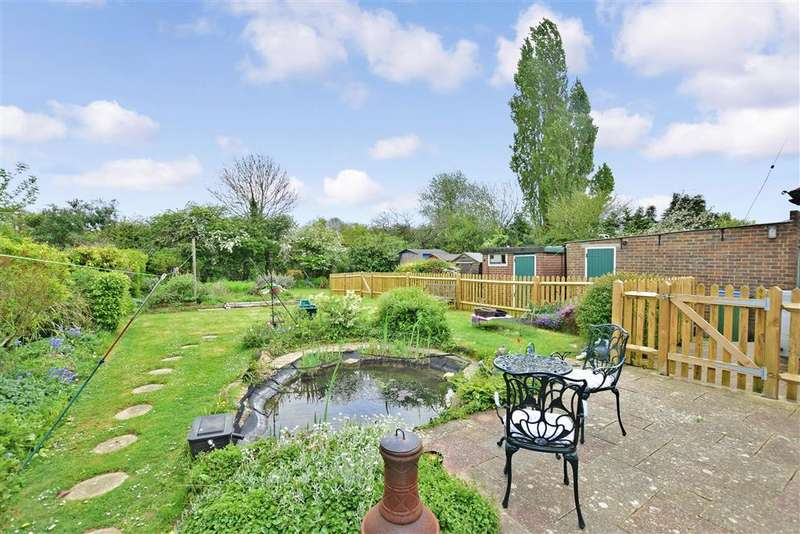 3 Bedrooms Bungalow for sale in Worthing Road, Southwater, Horsham, West Sussex