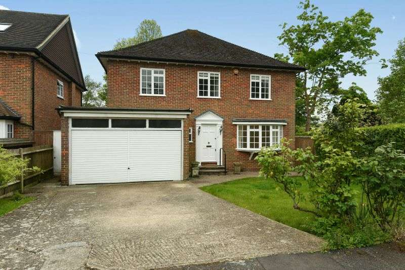 4 Bedrooms Detached House for sale in Foxdell Close, Northwood, Middlesex