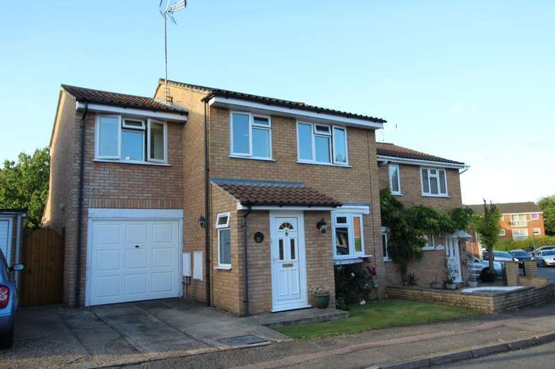 3 Bedrooms Semi Detached House for sale in Berkeley Square, Hemel Hempstead, HP2