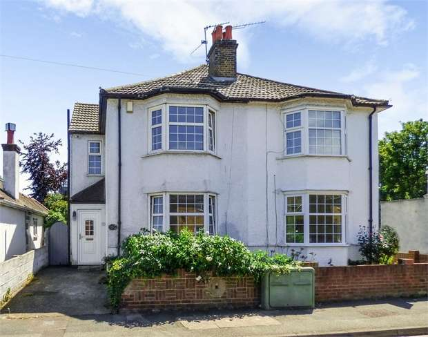 3 Bedrooms Semi Detached House for sale in Hollybush Road, Gravesend, Kent